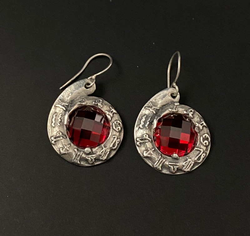 earrings-horoscope-red-pinwheel-5077