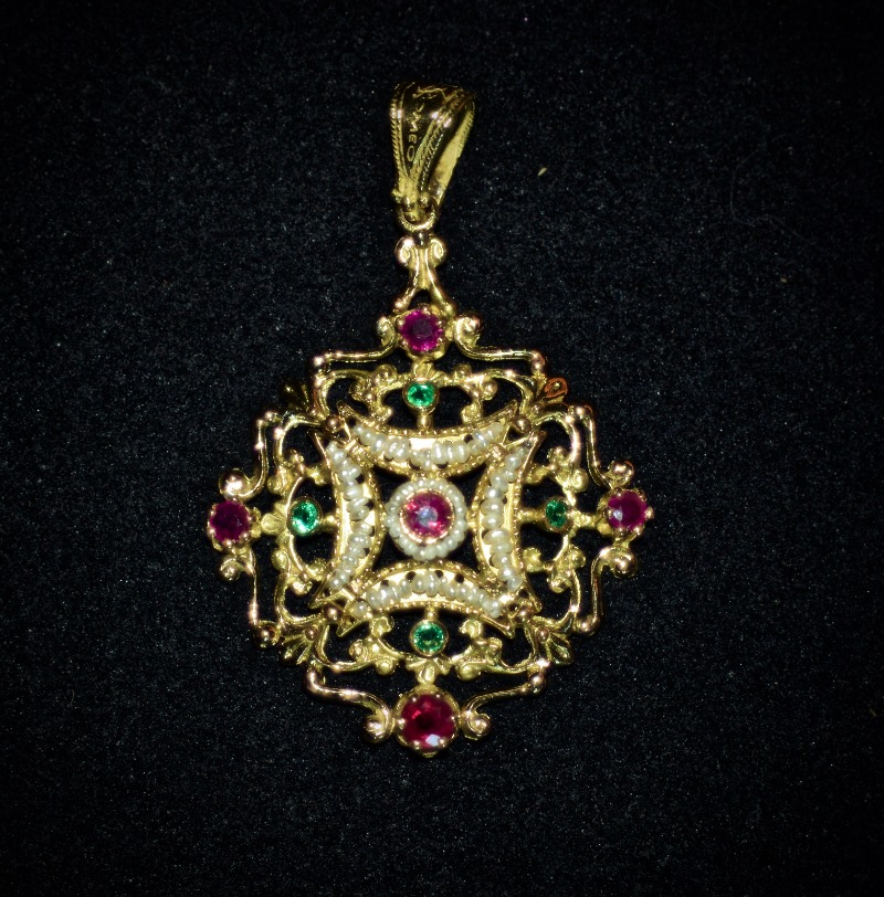 pendant-romeo-with-pearls-and-diamond-au3571