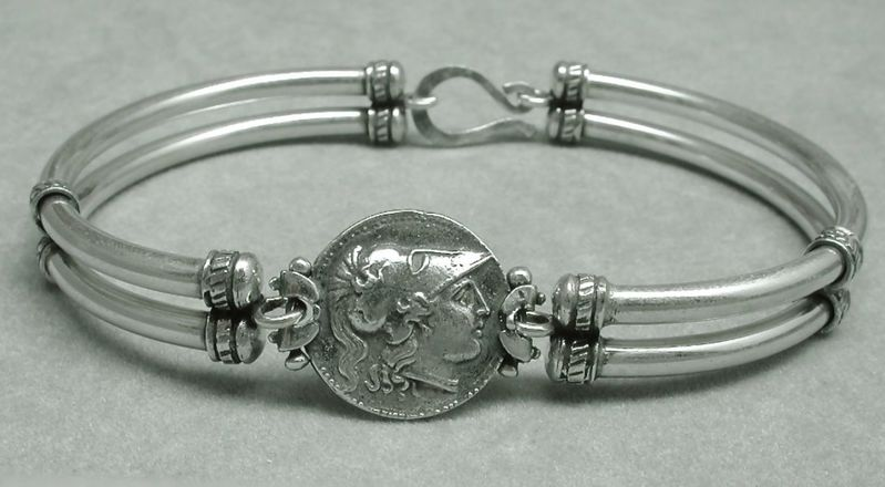 bracciale-romeo-atena-con-elmo-corinzio-2622