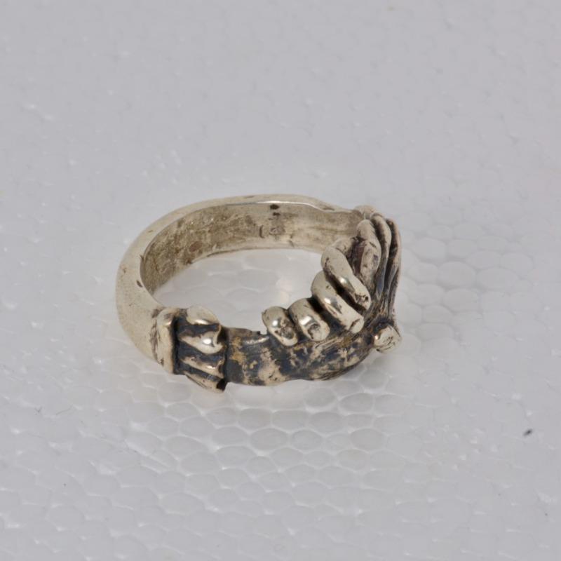 anello-romeo-argento-massiccio-legami