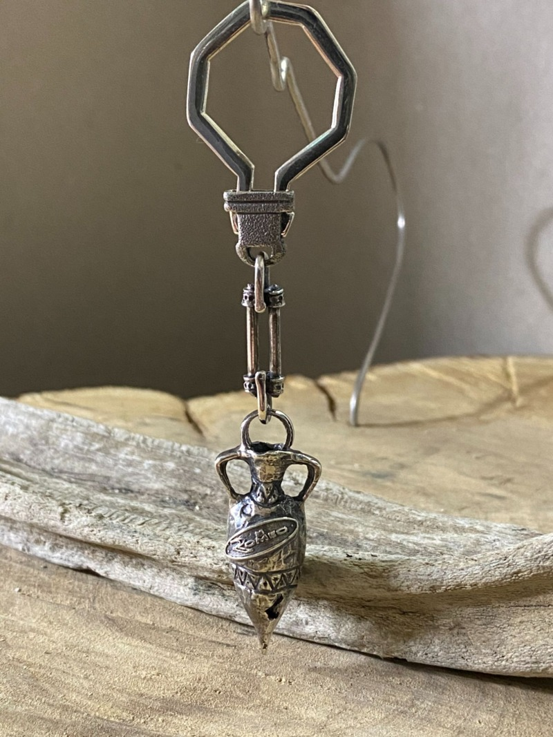 romeo-keyring-with-silver-greek-amphora