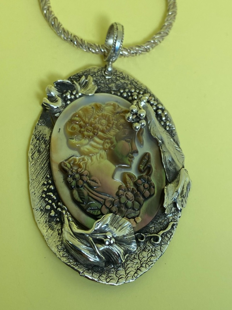 romeo-mother-of-pearl-and-silver-cameo-5133