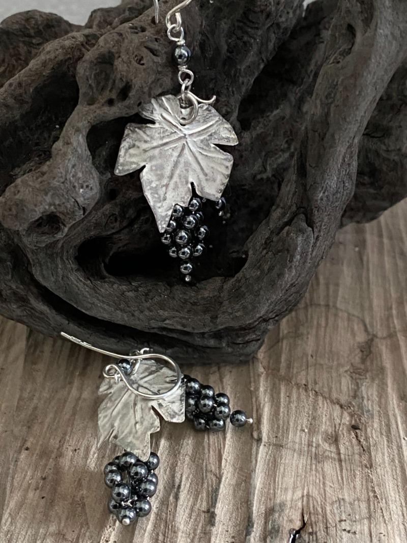 orecchini-romeo-grappolo-d-uva-in-argento-con-ematite